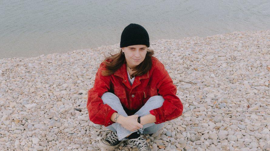 """I Sensi Vietati è il nome d'arte di una giovane cantautrice il cui nuovo singolo, """"Cocktail"""", è uscito il mese scorso e parla di un amore intricato nel quale in […]"""