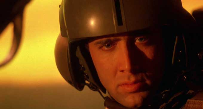Nel 1990 il clamore e il successo di un'opera di grande presa come Top gun era ancora forte, grazie al sex appeal del suo protagonista Tom Cruise, ma anche all'ambientazione […]
