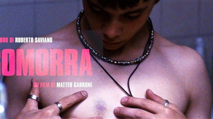 Stasera in tv su Rai 3 alle 21,20 Gomorra, un film del 2008 diretto da Matteo Garrone, ispirato all'omonimo best seller di Roberto Saviano. Scritto e sceneggiato da Maurizio Braucci, […]