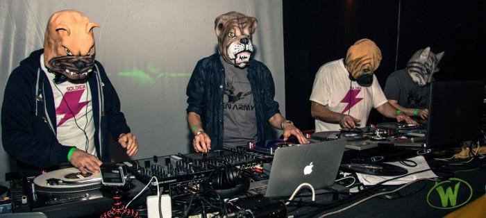 """""""Orgasmi meccanici"""" primo album del collettivo di DJ Alien Army, composto da DJ Skizo, DJ Gruff, DJ Zak, DJ Inesha e DJ Tayone, e pubblicato per la prima volta nel […]"""