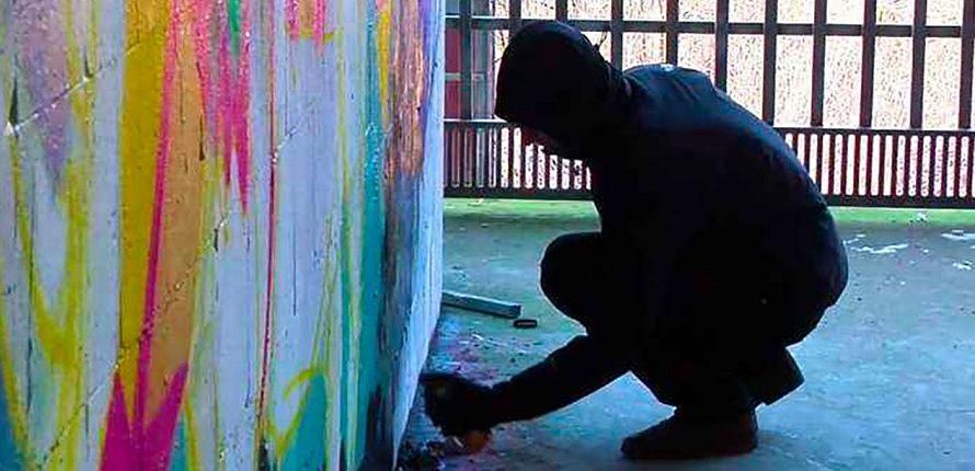 Banksy – L'arte della ribellione di Elio Espana rivela la storia di Banksy, dalle origini in una sottocultura criminale fino alla sua ascesa come leader di un movimento artistico rivoluzionario. […]
