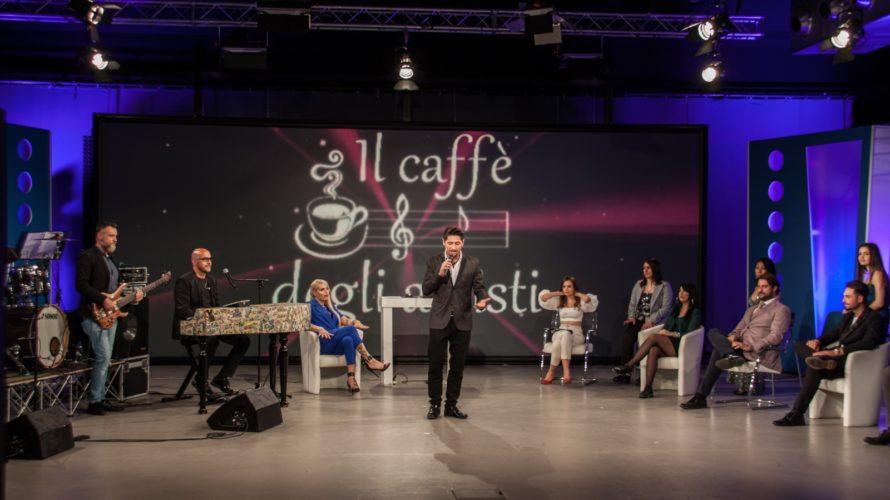Il Caffè degli Artisti prodotto da Alfonso Stagno torna il 10 Maggio 2021, come ogni Lunedì, a partire dalle 22 su Odeon, canale 177 del digitale terrestre, con tanti artisti […]