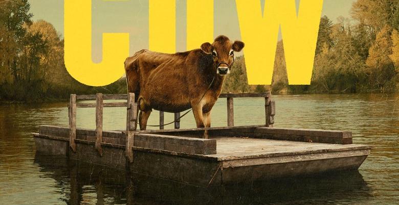 L'abile ed erudita regista statunitense Kelly Reichardt conferma in First cow l'attitudine ad avvalersi della geografia emozionale per approfondire le ragioni storiche legate ai territori eletti a location. Agli stilemi […]