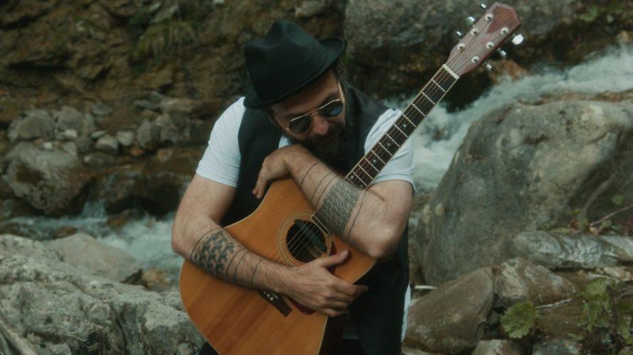 'Tra miliardi di stelle' è il nuovo videoclip del cantautore romano Giampietro Pica alias Gimbo disponibile da giovedì 8 luglio e pubblicato da Redgoldgreen. Il brano estratto dall'album 'Come l'uomo […]