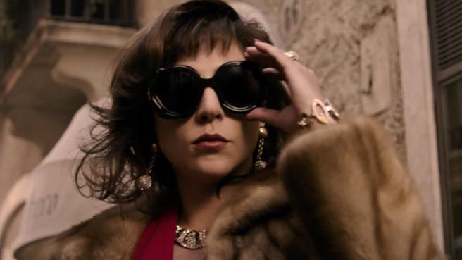 Eagle pictures ha rilasciato il trailer italiano di House of Gucci di Ridley Scott. House of Gucci è ispirato alla sconvolgente storia vera della famiglia che ha fondato Gucci, la […]