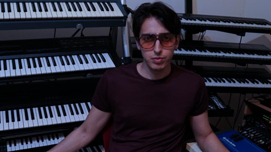 """Fuori dal 15 giugno """"Tempo"""", il nuovo EP di Daniele Ippolito. Synth anni '80 per tre brani completamente strumentali che fanno volare l'ascoltatore in un viaggio nel tempo. Daniele Ippolito […]"""