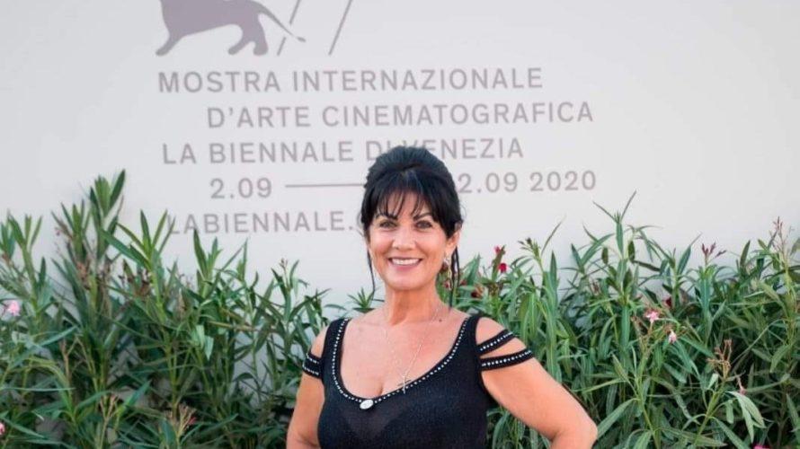 """L'attrice, regista e sceneggiatrice Minuta Gabura ha presentato lo scorso anno la sua prima opera cinematografica """"Donne e Donne"""", lo ha fatto alla grande, proprio in occasione della Mostra Internazionale […]"""