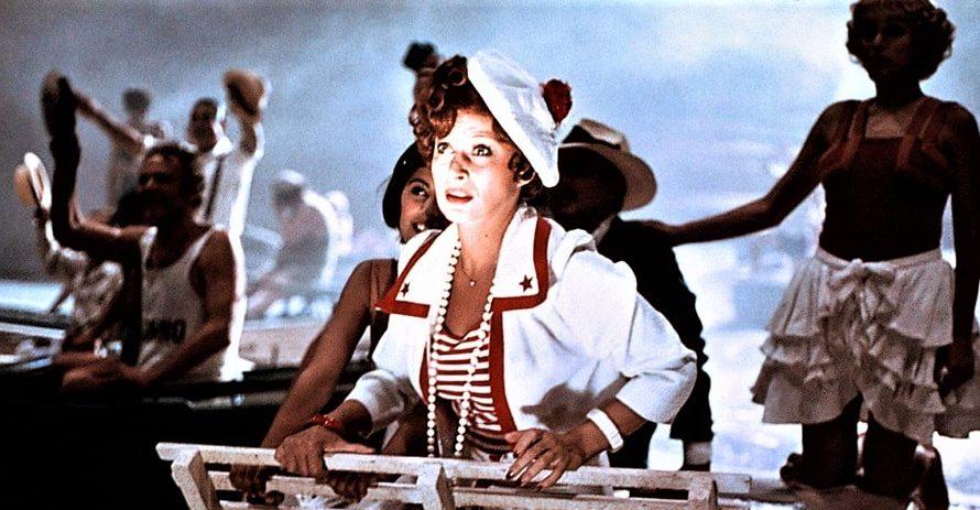 Stasera in tv su Cine34 alle 21 Amarcord, un film del 1973 diretto da Federico Fellini. È uno dei film più noti del regista, al punto che lo stesso titolo […]