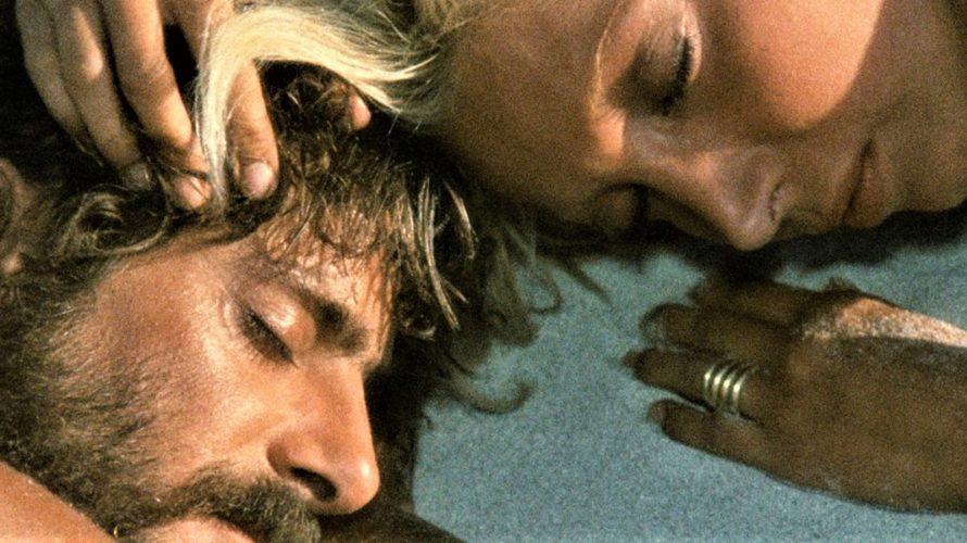 Stasera in tv su Rete 4 alle 21,30 Travolti da un insolito destino nell'azzurro mare d'agosto, un film del 1974 scritto e diretto da Lina Wertmüller. Le musiche furono composte […]