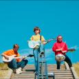 """E' disponibile l'anteprima del video di """"HOGAMANAY"""", il nuovo singolo dei TRENITRENITRENI uscito a maggio con l'album """"Un anno splendido"""". """"Hogamanay"""" parla di un risveglio confuso a Edimburgo dopo un […]"""