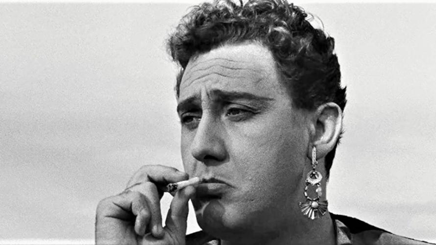 Stasera in tv su Cine34 alle 23,15 Lo sceicco bianco, un film del 1952 diretto da Federico Fellini. Prodotto da Luigi Rovere, da un soggetto di Michelangelo Antonioni, con la […]