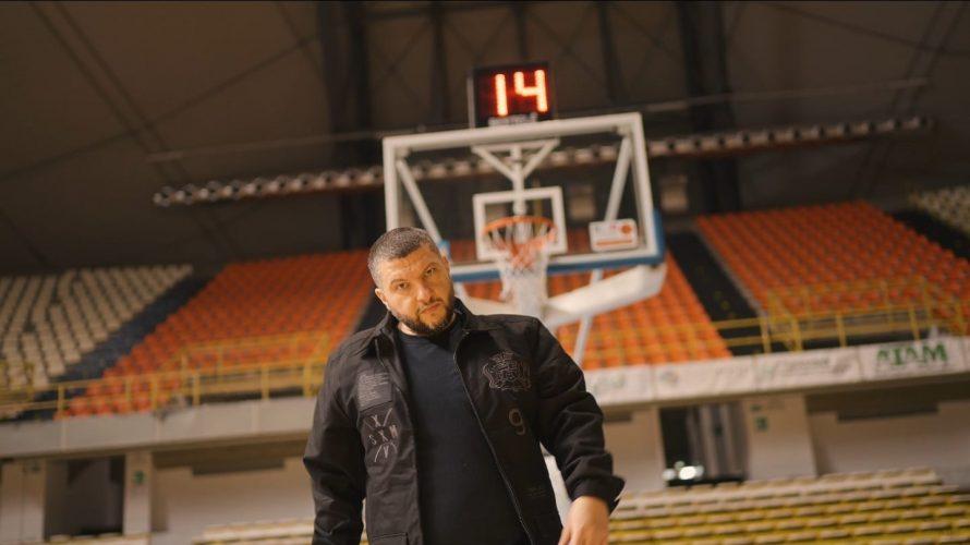 """""""Come Ginobili"""" è titolo del nuovo singolo e videoclip di Kento, disponibile da martedì 7 settembre in tutte le piattaforme digitali. Un piccolo grande tributo al mondo del basket attraverso […]"""