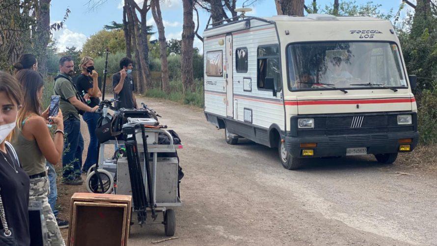 Sono iniziate il 19 Settembre 2021, nel cuore dell'Appia antica a Roma, le riprese del film Le ragazze non piangono, road movie diretto da Andrea Zuliani che firma anche il […]