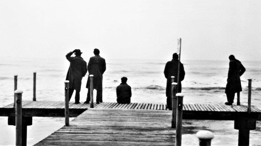 Stasera in tv su Cine34 alle 23,15 I vitelloni, un film del 1953 diretto da Federico Fellini. Il film è incentrato sulle vicende di un gruppo di cinque giovani: l'intellettuale […]