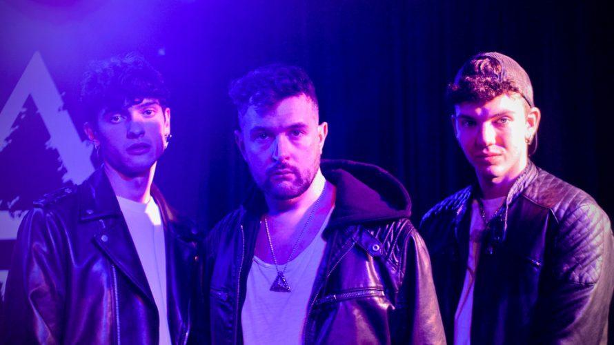 """Ruggero Ricci, dopo il successo delle sue precedenti release, torna con """"Chimere"""" (Visory Records/Universal Music Italia), il suo nuovo singolo che lo vede al fianco dello spumeggiante duo pop-rap pesarese […]"""